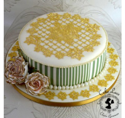 Cake Lace - 3D Ring of Roses Topper