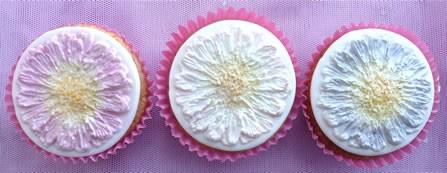 Karen Davies Cupcake top Daisy / Gerbera